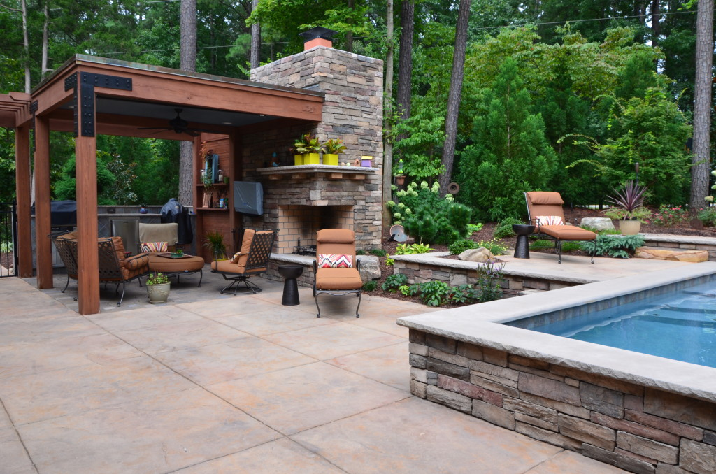 pool and patio with landscaping - Pool Landscaping